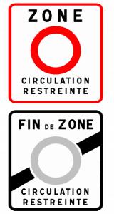 Vekehrsschilder kennzeichnen Ein- und Ausfahrt der Umweltzone.